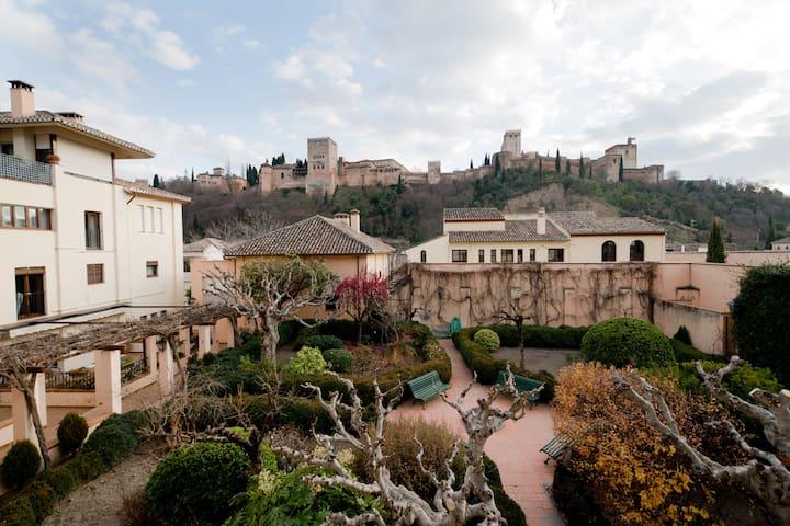 Albaicín-Alhambra, chimenea-jardin* - Granada - Leilighet
