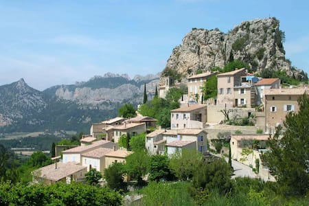 Charming village b & b - La Roque-Alric, Vaucluse - Bed & Breakfast
