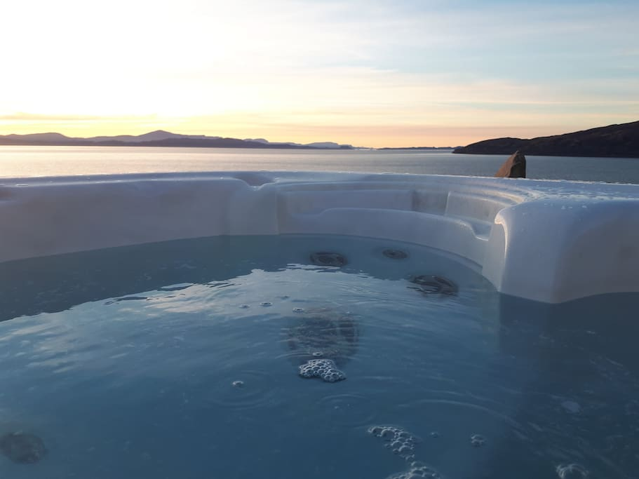 Large hot-tub suspended over The Inner Sound