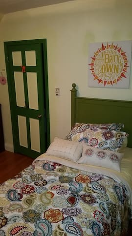 2nd Floor Private Room, Twin Bed - Haverhill - Hus
