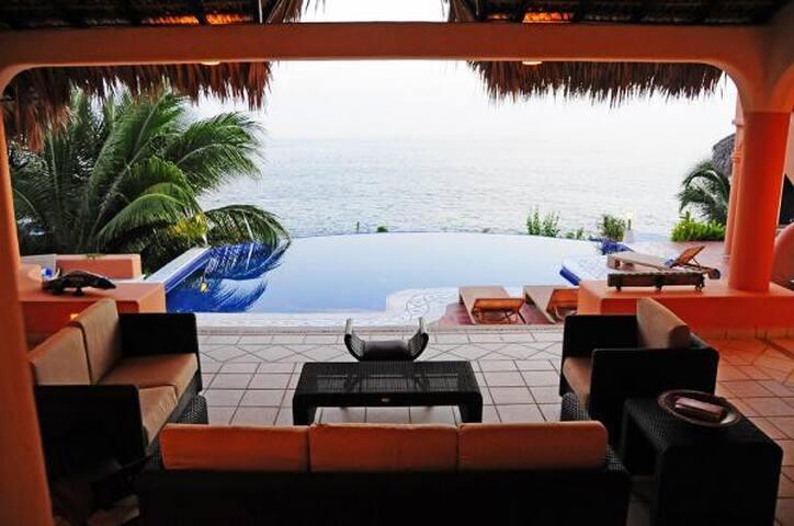 Luxurious Oceanfront Property! 5 BEDROOM/ 5 BATH