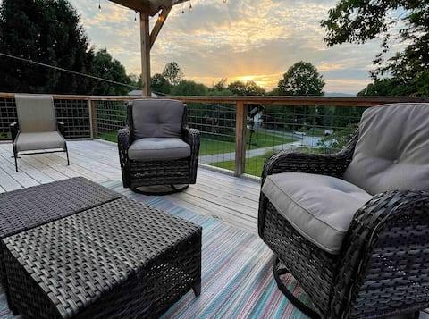 The Keller Cottage- Large Sunset Deck