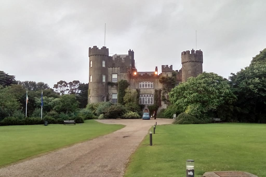 Malahide Castle and Gardens with a restaurant, just 10 minutes, 5 km with a public transport