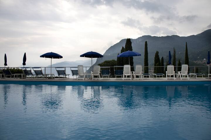BREATHTAKING VIEW HOLIDAY POOL - Menaggio - Appartement