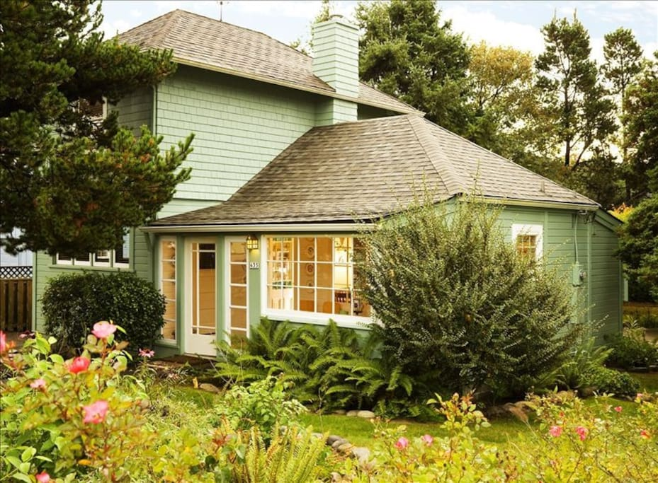 You'll be enthralled by the refreshing charm of Scout's Cottage.