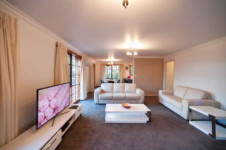Casino Rise 3 Bedroom - Prospect Vale - Apartament
