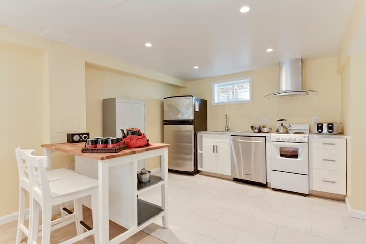 New - Five Star-Physician's Favorite Full Kitchen! - Silver Spring - Leilighet