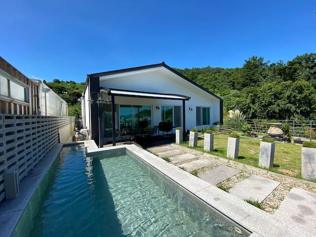 여수바다가 눈앞에 펼쳐있는 독채 oliviahouse