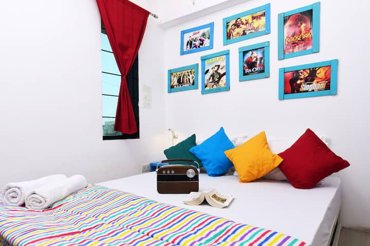 8 Bed AC Mixed Dorm Shared Bath @gostops Mumbai