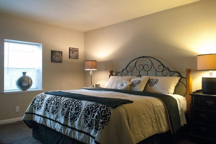 LOCATION! Charming! Quiet & Safe!  - Reno - Lägenhet