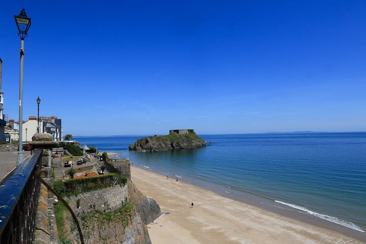 Boutique cottage within Tenby town
