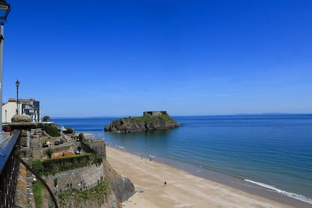 Boutique cottage within Tenby town  - Tenby - Casa