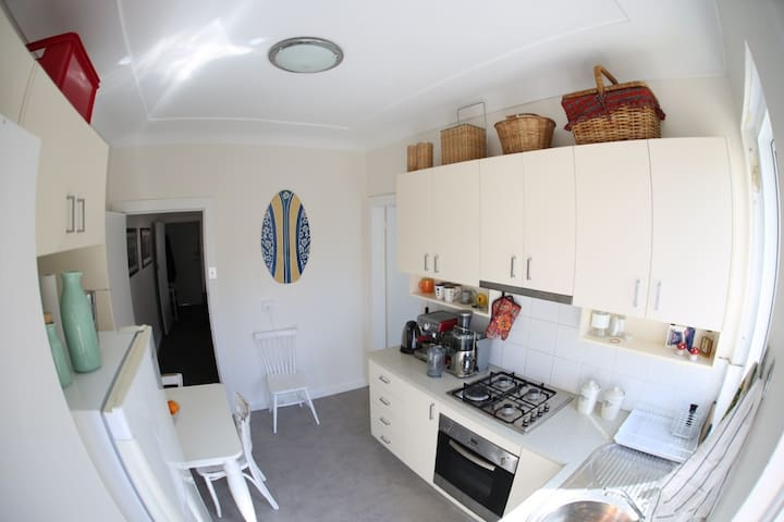 Lovely and Stylish Waterfront Apartment - Maroubra
