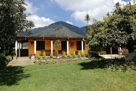 Granja Villa Margarita - Santa Lucia Milpas Altas - Guatemala - Villa