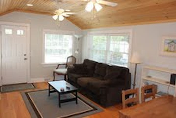 Clean and Cozy Cottages Near Beach - Westerly - Kabin