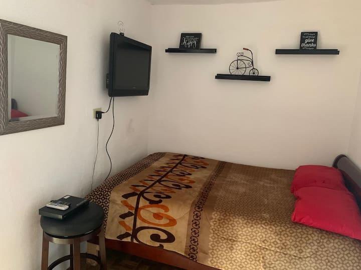 Habitación privada con baño, entrada independiente
