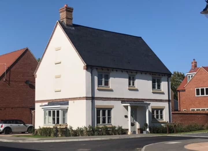 Beautiful 4 bedroom house in village location