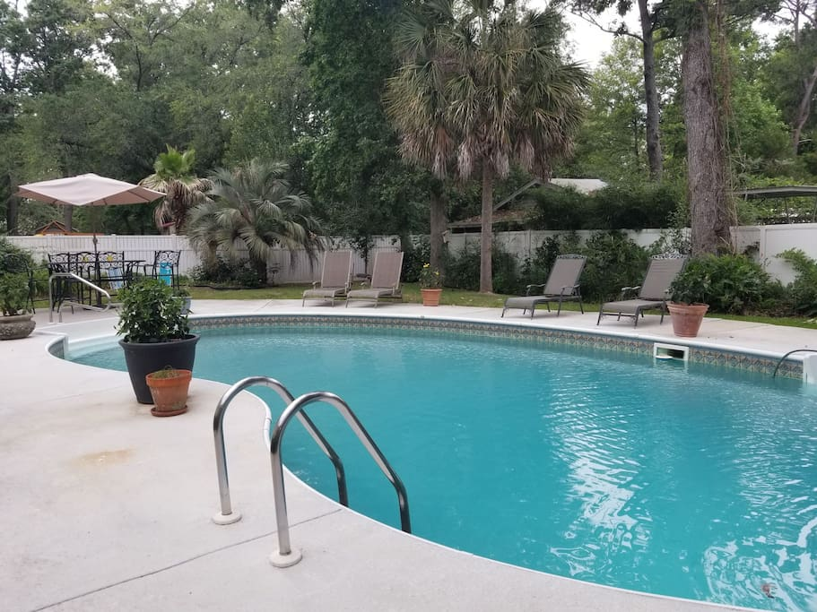 Pool and garden, pool towels provided