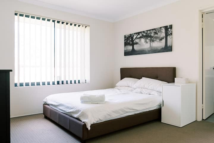 Modern fully furnished Townhouse in Cannington