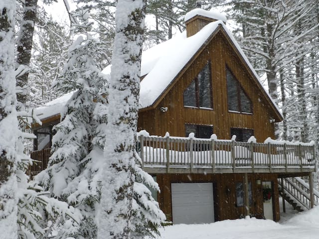 Relaxing Mountain Chalet - Home Away from Home!