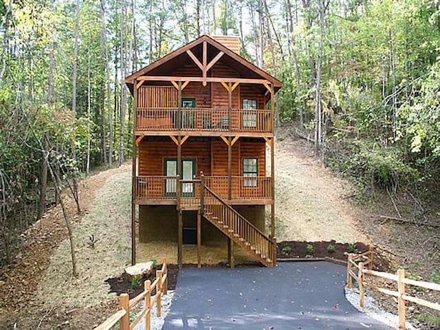 Glory Days - April  and May 10% Off - Pigeon Forge - Blockhütte