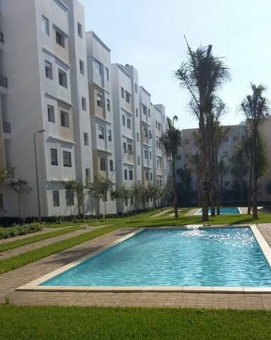 Appartement dans résidence privée avec piscine