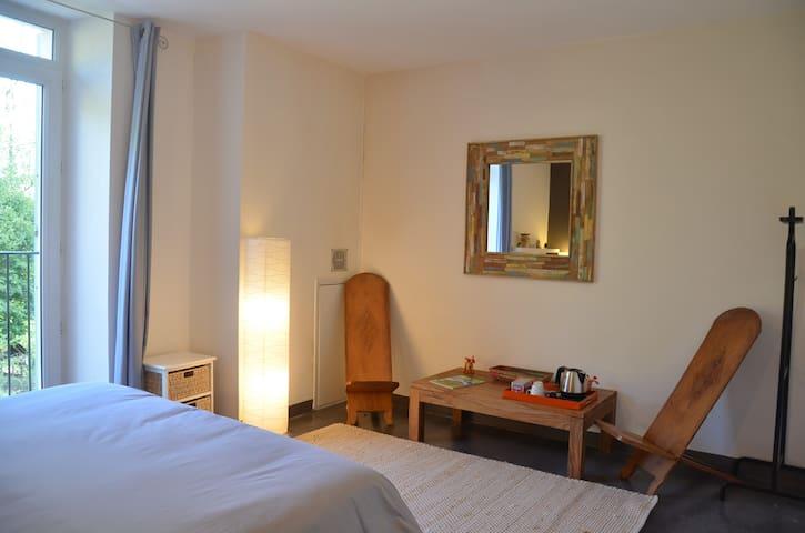 Belle chambre + sdb, calme dans demeure ancienne