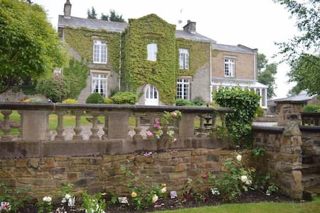 Georgian manor house in Lancaster with hot tub