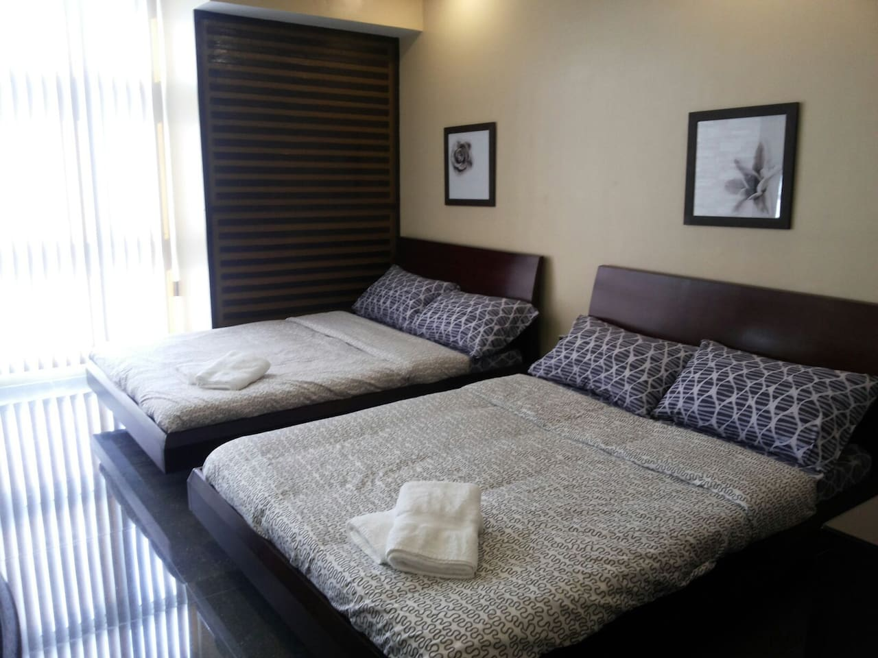 2 large double bed for 4 guests. 2HP airconditioner