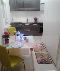 Modern One Bedroom Apartment - Bratislava - Appartement