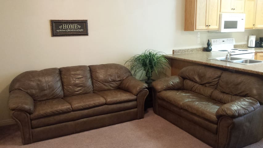 3 Bedroom Apartment - Cedar City - Pis