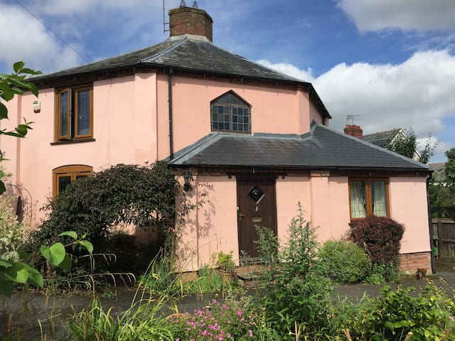 Delightful detached house in Ludlow