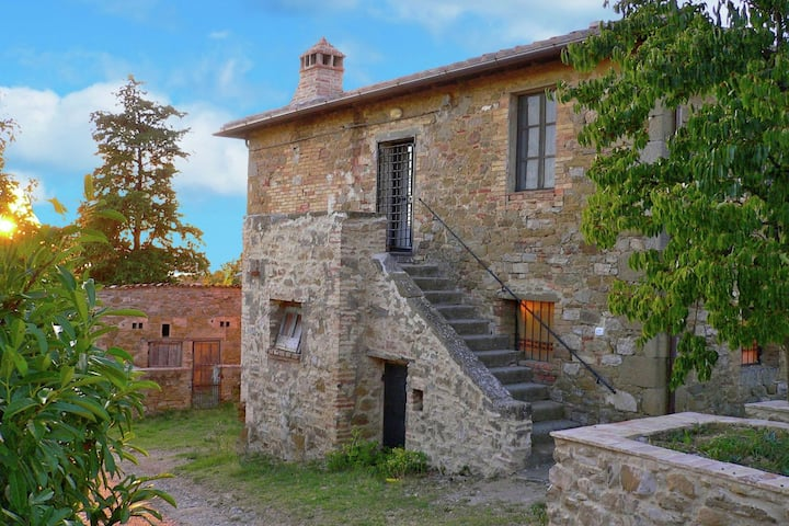 Rustic Cottage in Magione with Garden