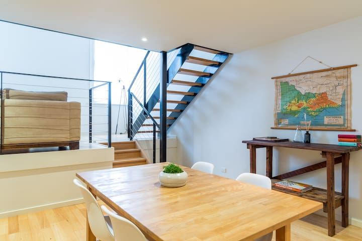 Bright & Modern NY Style Loft with Pool + Gym