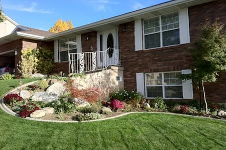 2,000 sq. ft. Lower level of Home! - Bountiful - Huis