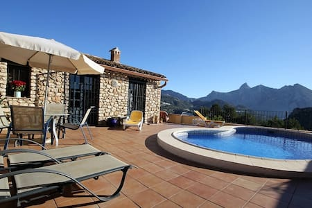 Beautiful stone built villa, with stunning views - Alicante - House