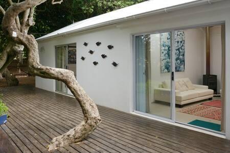 Milkwood cottage near the shore - Cape Town