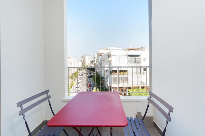 ~~ Beautiful with balcony by the park-Yishayaou St