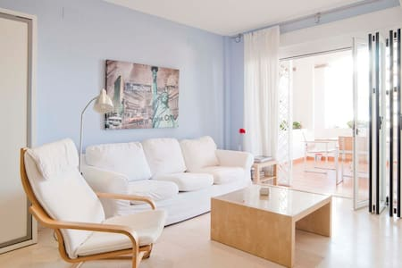 Apartment in front of the beach - Benalmádena