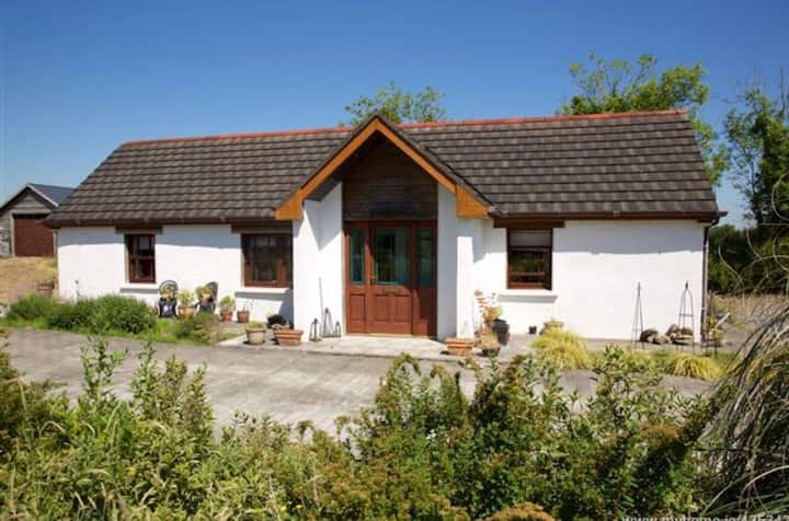 2 Bed Cottage, Rural Shannon Roscommon 4 Star 🍀🍀🍀🍀
