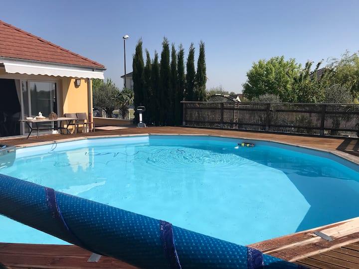 Villa avec piscine chauffée à 1H30 de Paris (sud)
