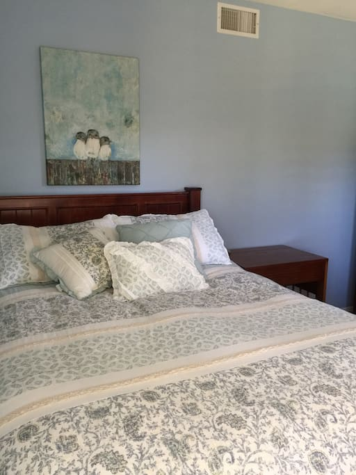 Guest bedroom with full size bed and twin size trundle bed.