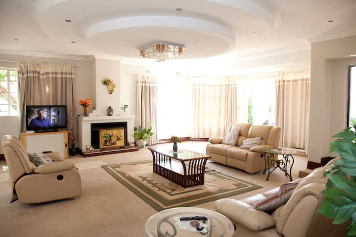 Home-stay Family accommodation  - Gaborone - House