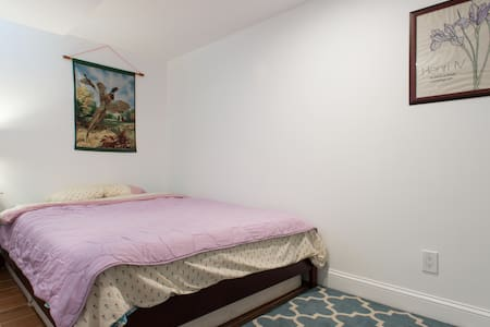 Private Room(A), New Renovation, Central Location - Brookline - House