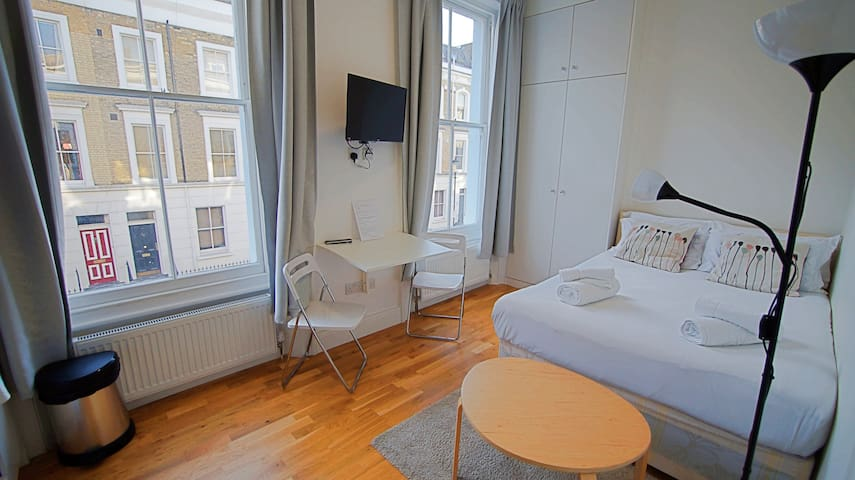 Newly Refurbished private Double Studio in Kensington & Chelsea.