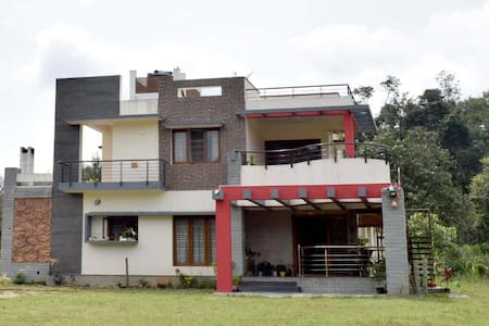 SilverShine HomeStay Deluxe Rooms with Balcony