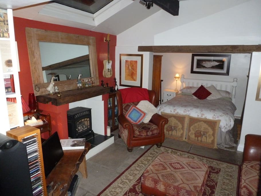 The Lounge and Bedroom with full Wifi, A nice living flame gas fire, loads of books factual and fiction to read.