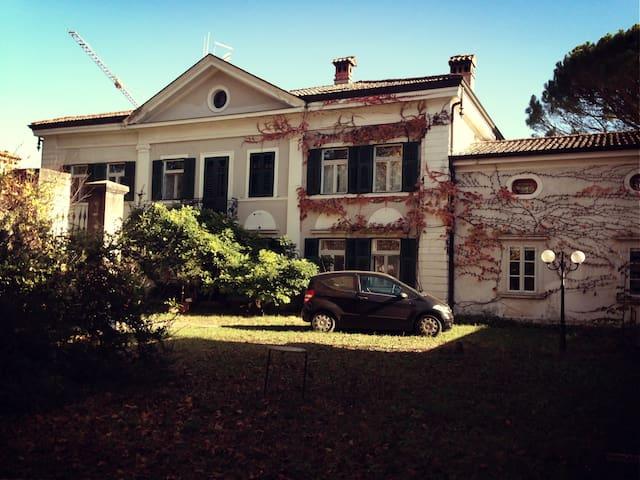 Camera con bagno privato - Gorizia - บ้าน