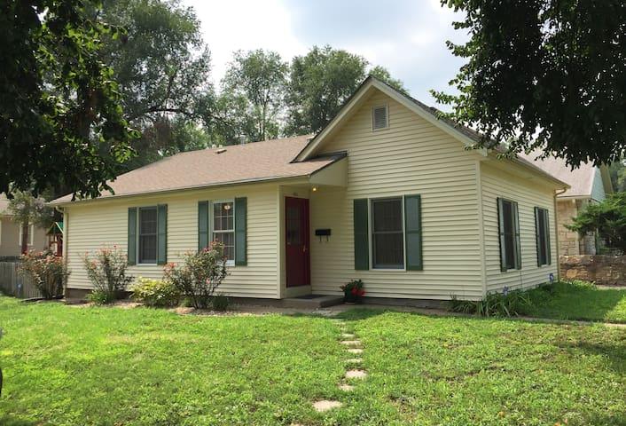 Cottage in Quiet Neighborhood