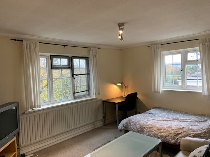 Spacious Double Room B @ Leafy West London (Zone3)